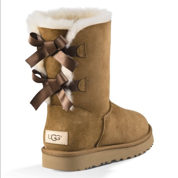 b9a5b40f5d Ugg Women s Bailey Bow II boots chestnut IN BOX